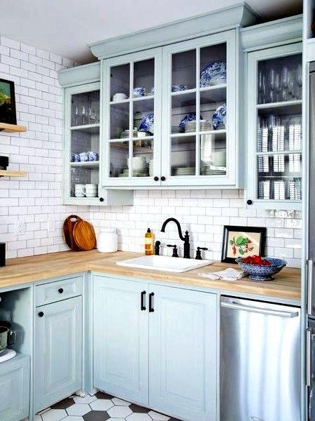 бледно-бирюзовый цвет на кухне в скандинавском стиле