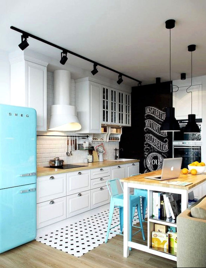 голубой холодильник смег в интерьере скандинавской кухни