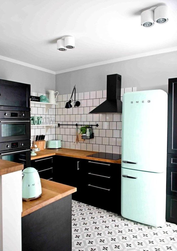кухня в скандинавском стиле без верхних шкафов в квартире