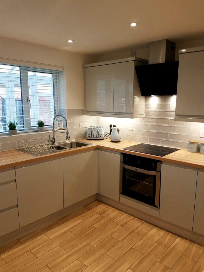 кухня в скандинавском стиле без верхних шкафов
