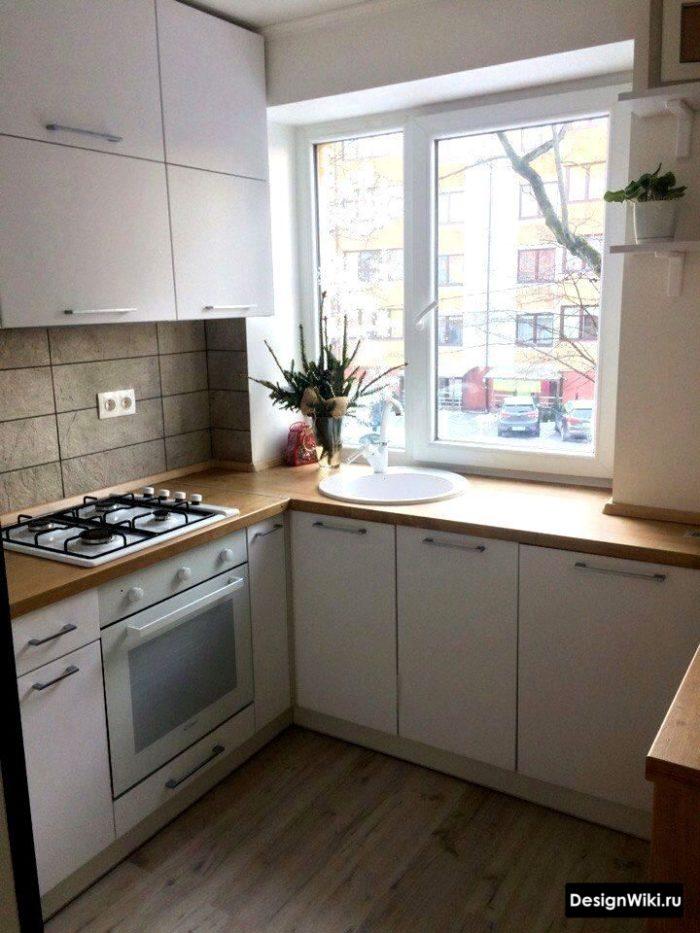 кухня в скандинавском стиле с диваном