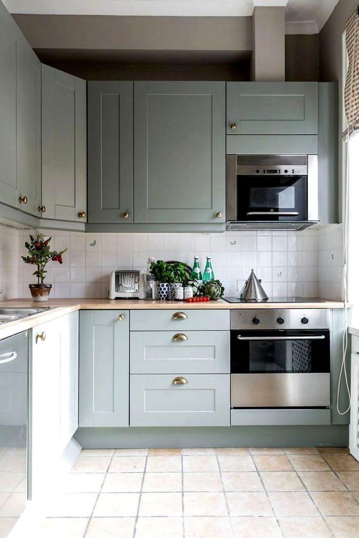 маленькая кухня в скандинавском стиле в грязно-бирюзовом цвете
