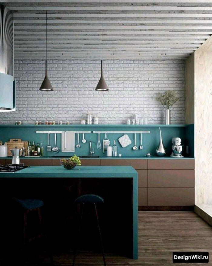 небольшая кухня в скандинавском стиле с фартуком бирюзового цвета