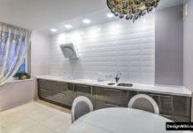 Белый кабанчик до потолка вместо верхнего ряда шкафов на кухне