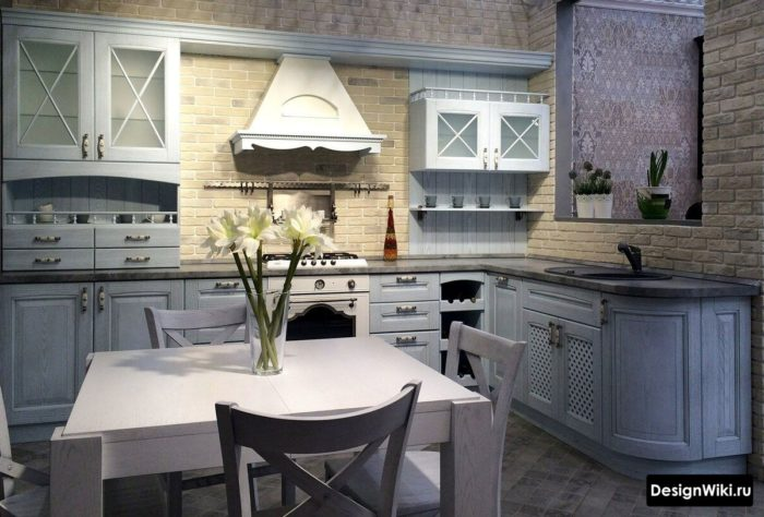 Бледно-голубая кухня в стиле прованс