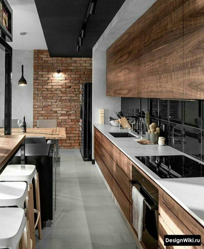Встроенная кухня до потолка в стиле лофт