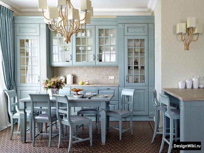 Голубая кухонная мебель в стиле прованс