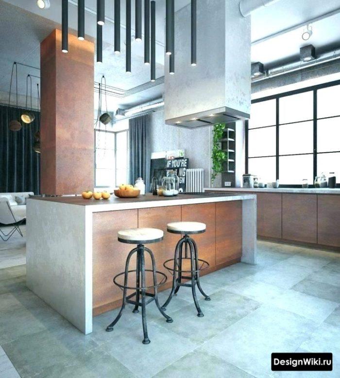 Комбинация современного света и ретро стульев на кухне
