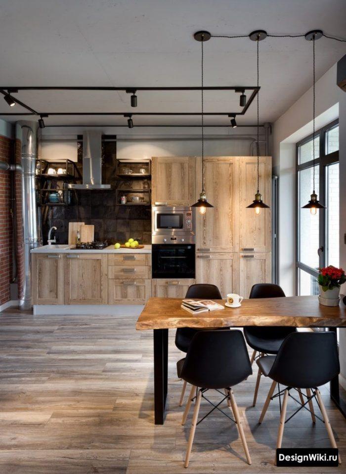 Кухня в стиле лофт из натурального массива дерева