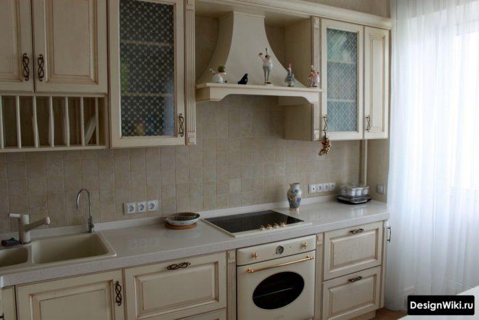 Кухня кремового цвета в стиле прованс