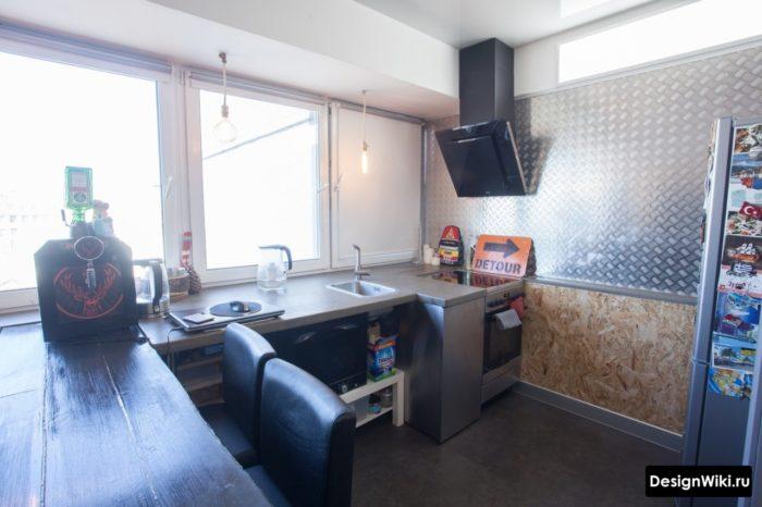 ОСБ плита на стене кухни в стиле лофт