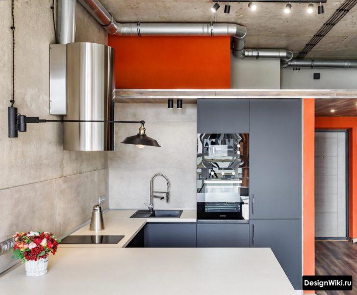 Серая матовая кухня в стиле лофт с бетонным потолком и открытой проводкой