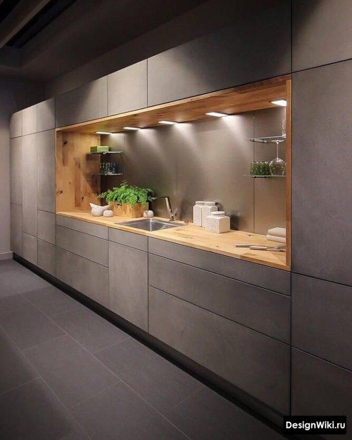 Серая с деревом кухня до потолка в стиле лофт