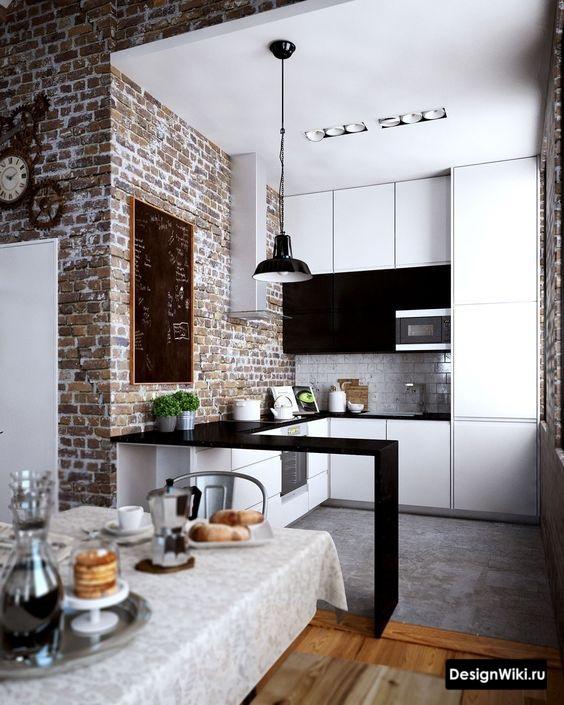 Сочетание белой кухни с красной кирпичной кладкой