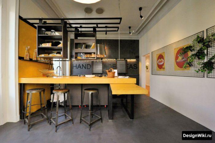 Сочетание серого и желтого цвета на кухне в стиле лофт
