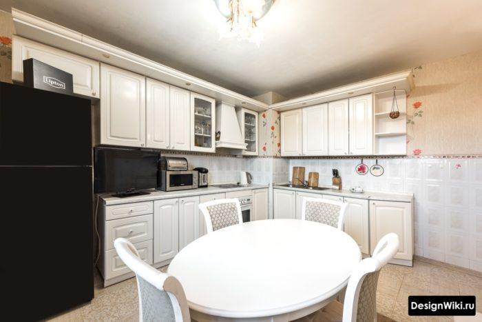 Угловой кухонный гарнитур в стиле прованс в квартире