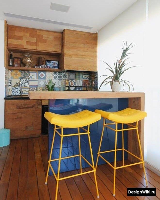 Яркая кухня в стиле лофт с синим и желтым цветом