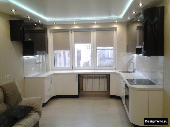 Бежевые ролл шторы в интерьере кухни