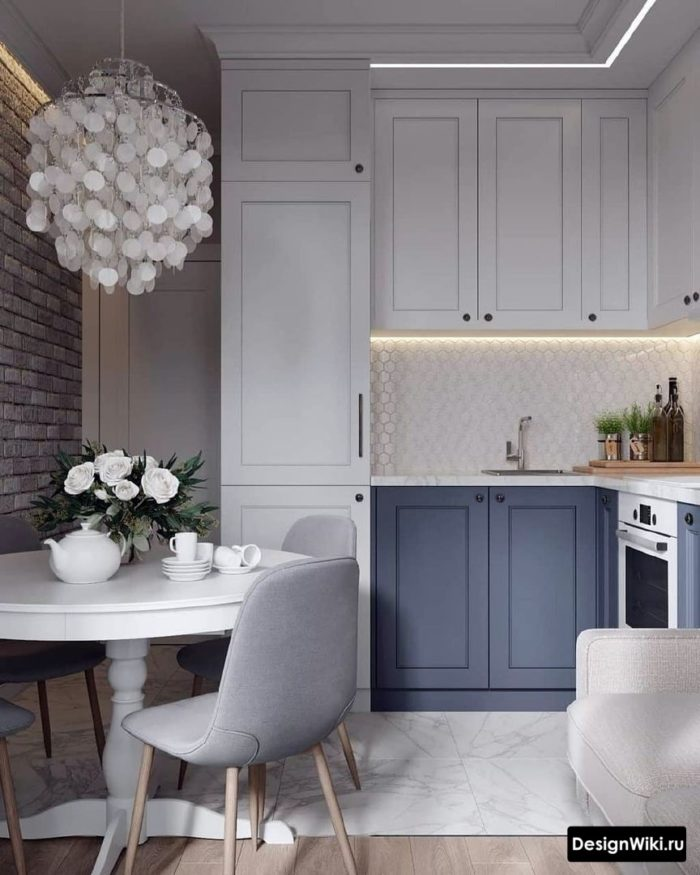 Бело-синяя кухня неоклассика