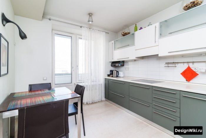 Белые шторы нити в интерьере кухни