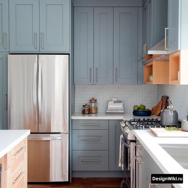 Бледно-голубая кухня в стиле неоклассика
