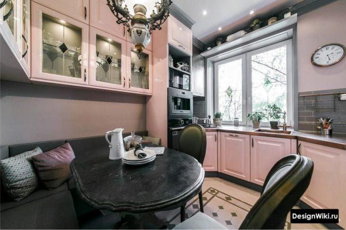 Бледно-розовая кухня в стиле прованс