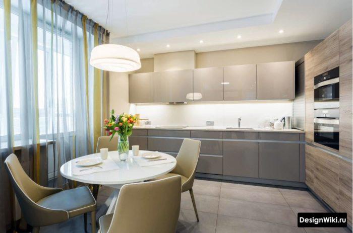 Двухцветная тюль в интерьере кухни