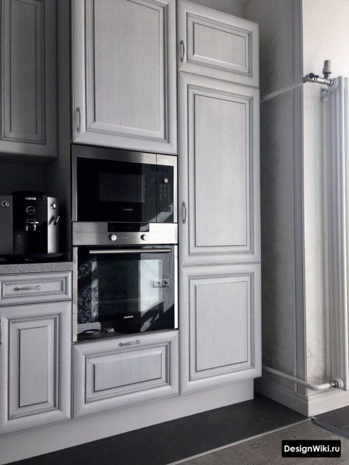 Кухня в стиле неоклассика цвета слоновая кость