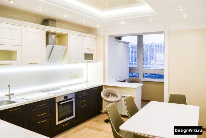 Кухня в стиле современная классика объединенная с балконом
