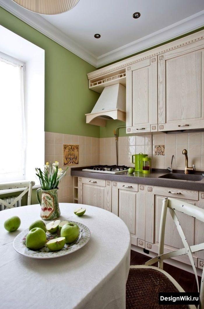 Маленькая кухня в стиле прованс в обычной квартире