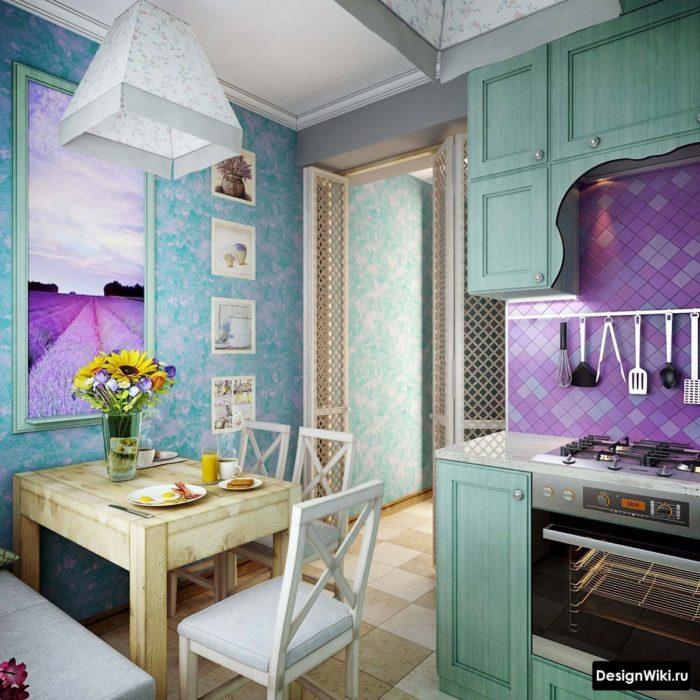 Малогабаритная яркая кухня в стиле прованс