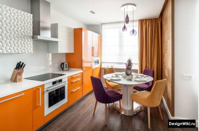 Оранжевые шторы в оранжевой кухне