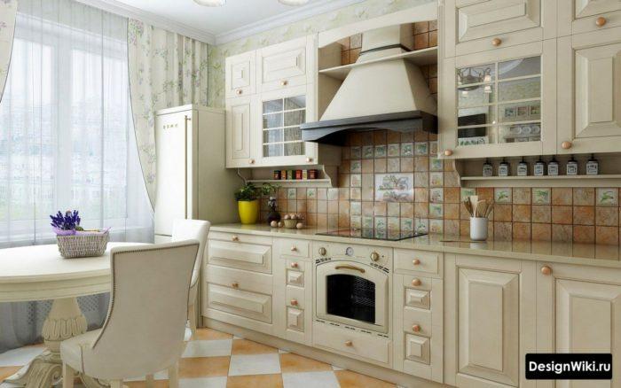 Плитка с песочной текстурой на полу и фартуке кухни в стиле прованс