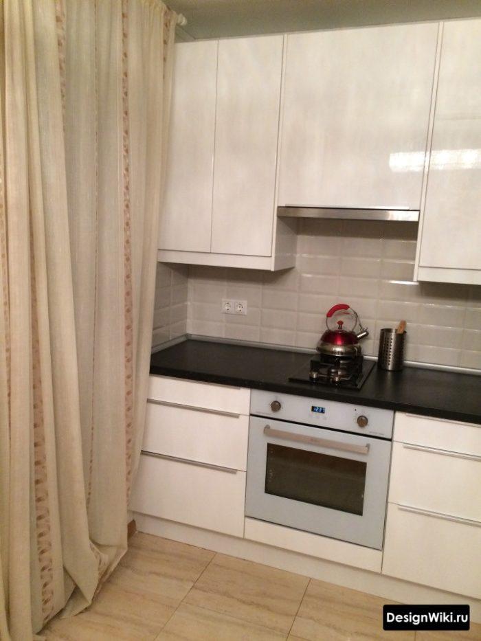 Плотная тюль похожая на штору на кухне