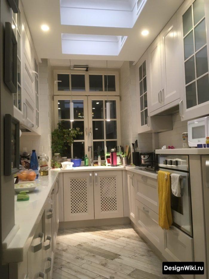 П-образная кухня в стиле прованс в загородном доме