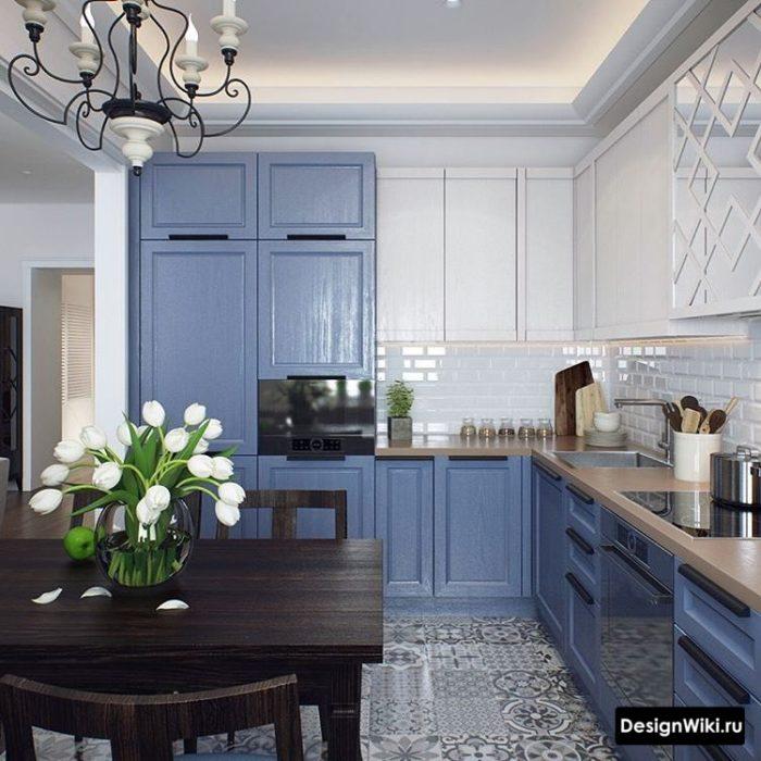 Синяя кухня в стиле неоклассика