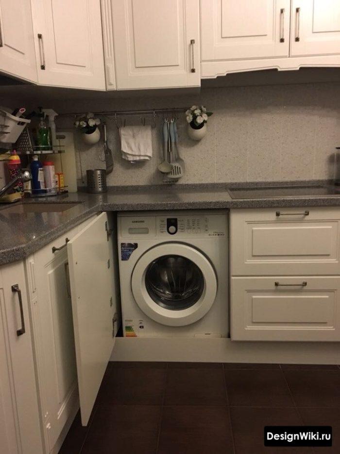 Угловая кухня со стиральной машиной в стиле прованс