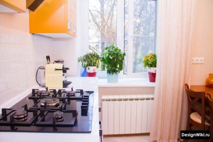 Шторы на кухне с одной стороны окна