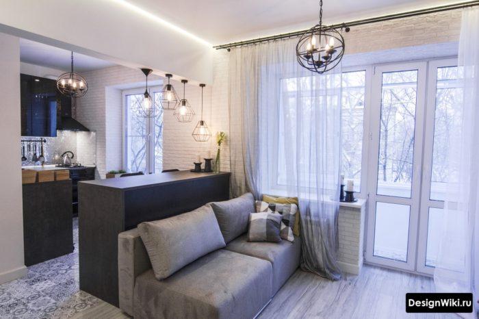Кухня-гостиная с балконом и тюлем