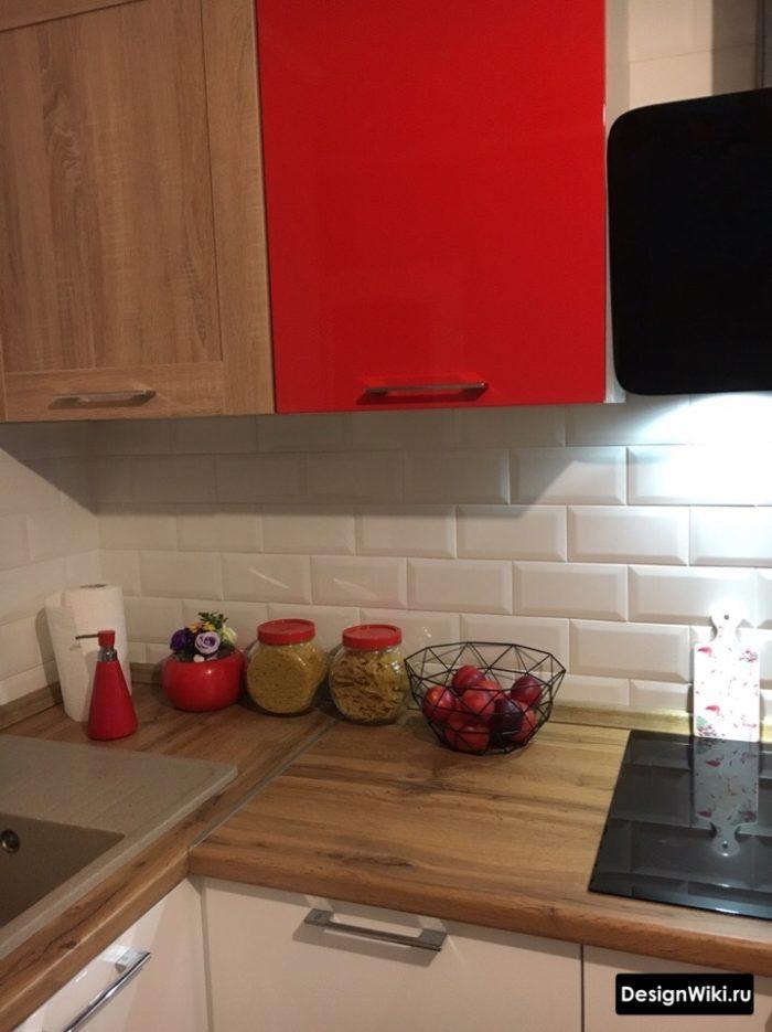 Оформление стыка угловой кухни
