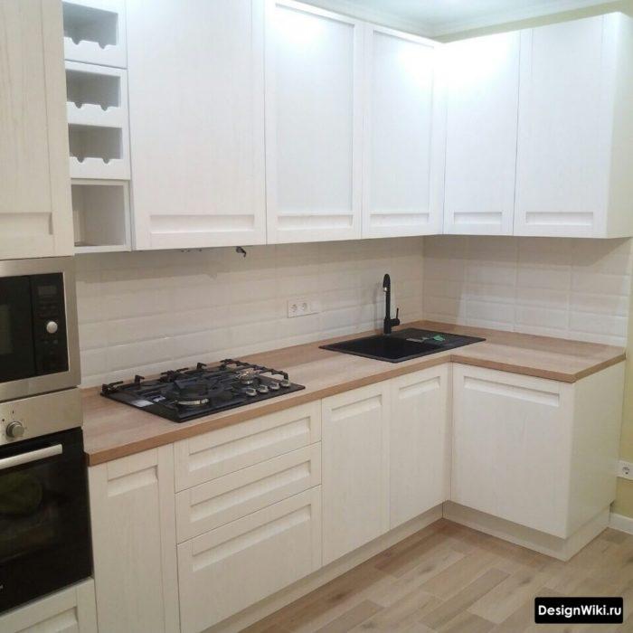 Расположение варочной поверхности и мойки в угловой кухне
