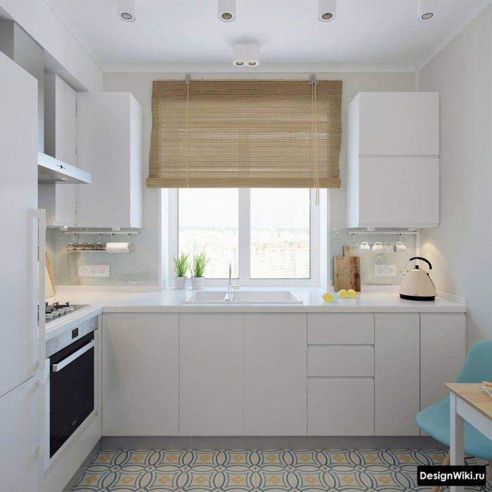 Угловая кухня с рабочей зоной у окна