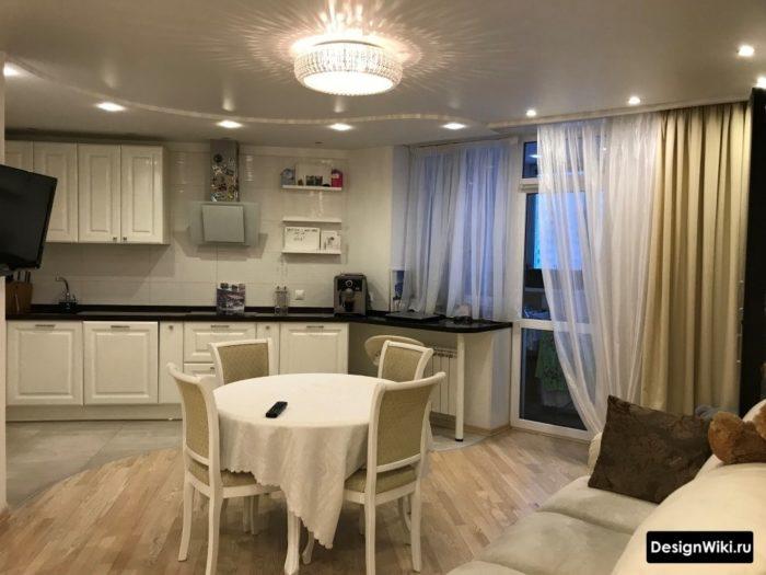 Шторы на кухне с балконной дверью в стиле современная классика