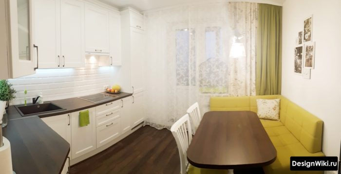 Шторы на современную белую кухню с балконной дверью