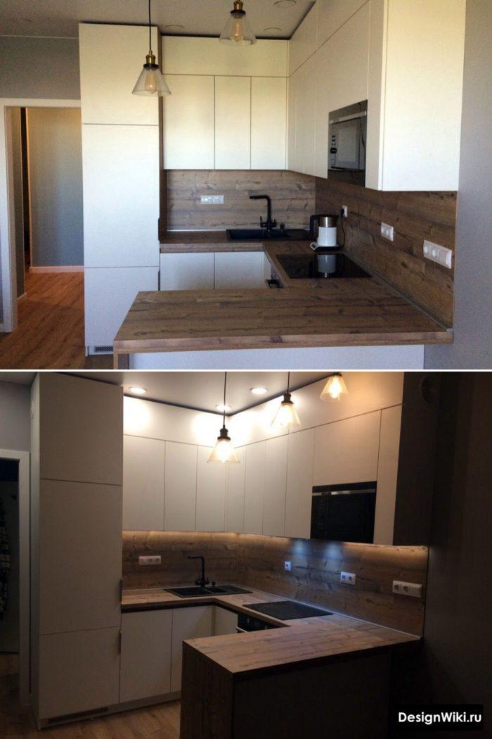 белая п-образная кухня с верхними шкафами до потолка