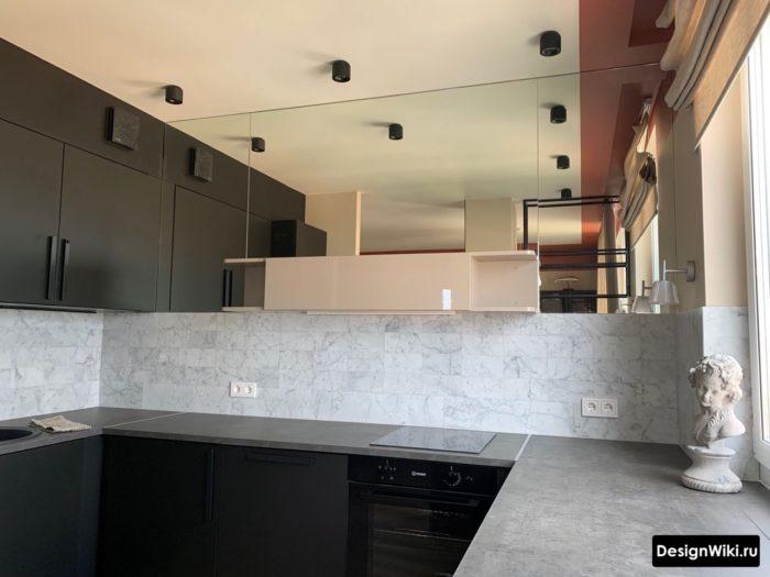 верхние шкафы до потолка в п-образной кухне