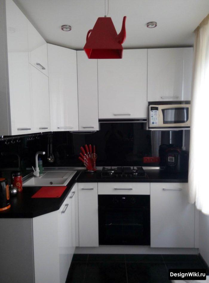 дизайн кухни 6 кв м новинки с холодильником