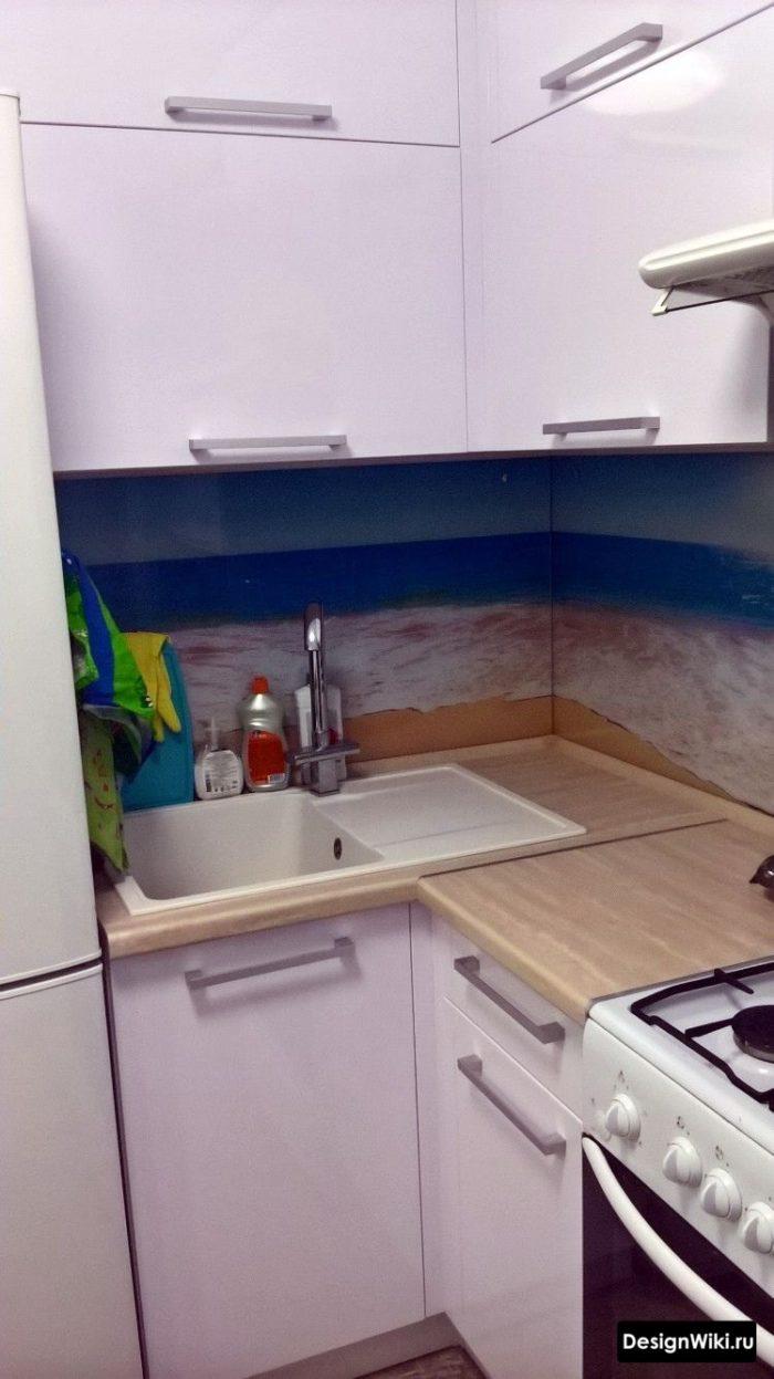 дизайн кухни 6 кв м с холодильником и газовой плитой