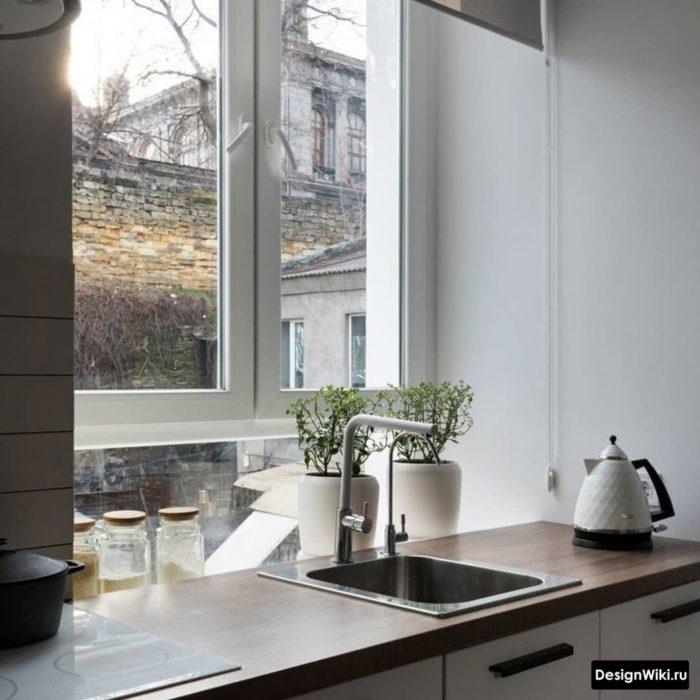 кухня буквой п с окном