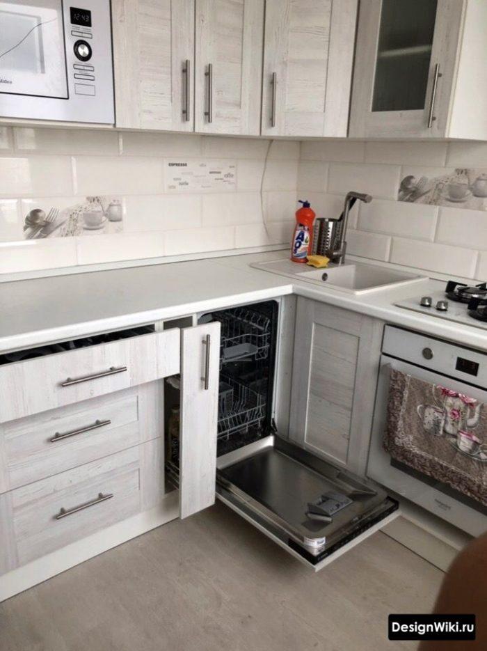 кухня 6 кв м дизайн с холодильником